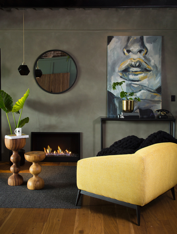 chimenea en showroom de jessica lan
